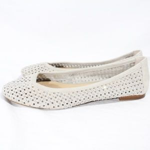 Antonio Melani Off White Flats